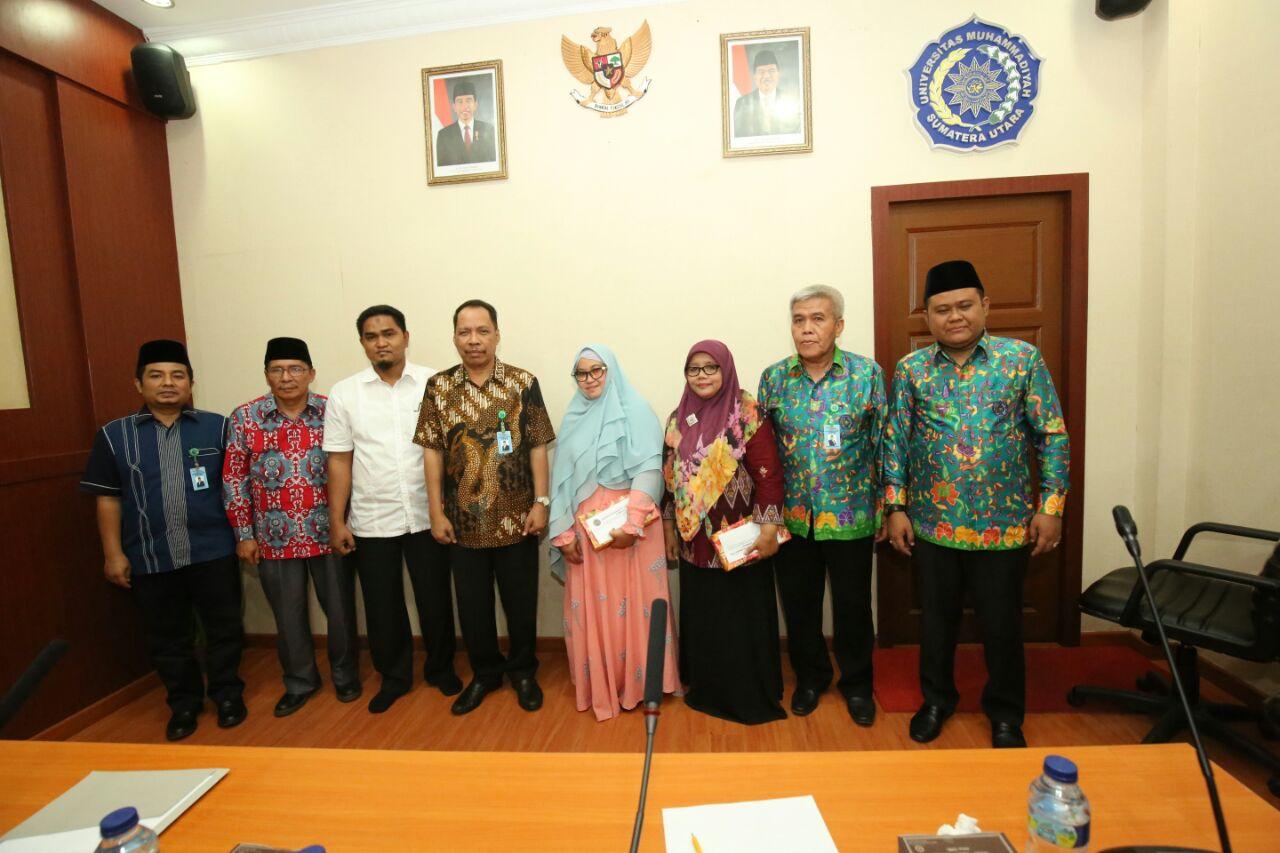 Rektor UMSU Melepas Tujuh Dosen Naik Haji